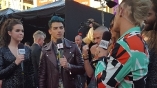 11-22-2015 Red Carpet Amas