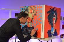 12-28-2015 Oscar Abreu pinta en vivo