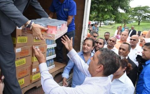 GOYA DONO 10,000 LIBRAS DE ALIMENTOS A LAS VÍCTIMAS DE LAS INUNDACIONES EN LA REPÚBLICA DOMINICANA EN ASOCIACIÓN CON EL CONGRESISTA ELECTO DE ESTADOS UNIDOS ADRIANO ESPAILLAT