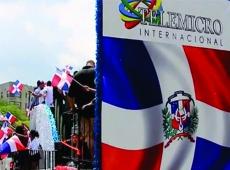Telemicro Internacional: A través de carroza, motivó el patriotismo del dominicano NY.